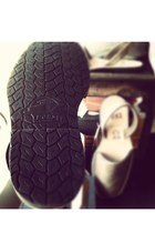 Pons Shoes