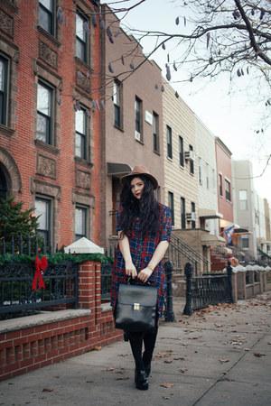 navy plaid dress Boohoo dress - black backpack Kelsi Dagger bag