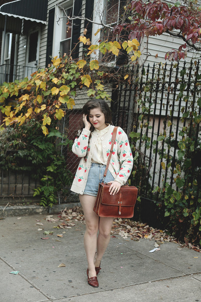 eggshell strawberries pepa loves cardigan - off white Forever 21 shirt