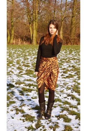 satin Zara skirt - black H&M jumper