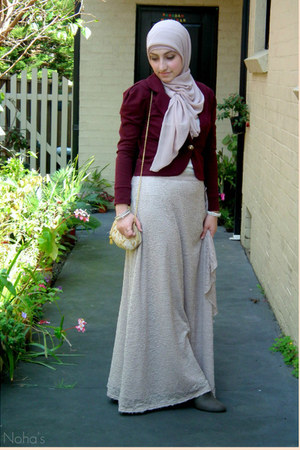 neutral lace drape Hijab House skirt - neutral chiffon Hijab House scarf