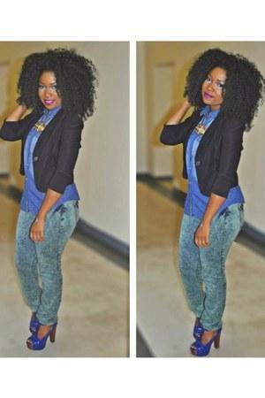 blue shirt - green jeans - black blazer - blue pumps