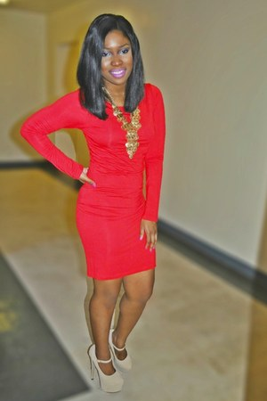ruby red dress - nude pumps - gold necklace