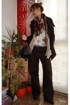Fornarina pants - HyM t-shirt - Zara coat - BLANCO purse - Zara shoes - HyM scar