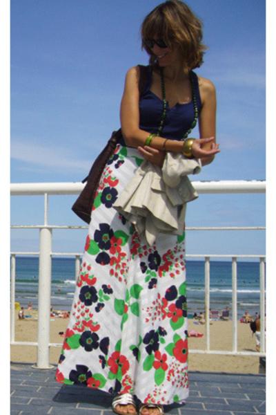 HyM t-shirt - vintage skirt - pieces accessories purse - MNG blazer