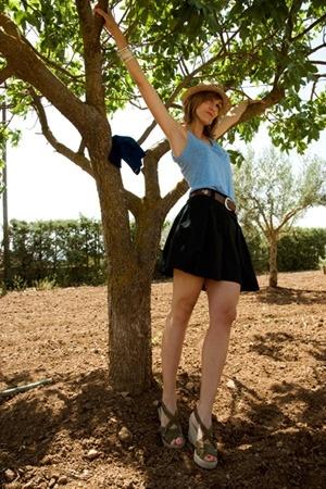 tailor-made skirt - Zara t-shirt - Zara hat
