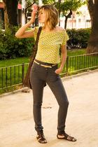 HyM t-shirt - HyM jeans - vintage belt