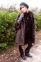 Mango coat - Zara sweater - Anne my mother in law scarf - Pepe Jeans hat - Zara