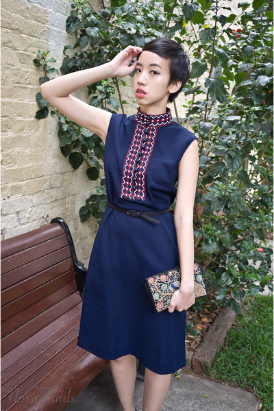 navy vintage dress - navy Golden Ponies shoes - black vintage bag