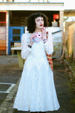 ruby red vintage bag - white lace Darcy dress