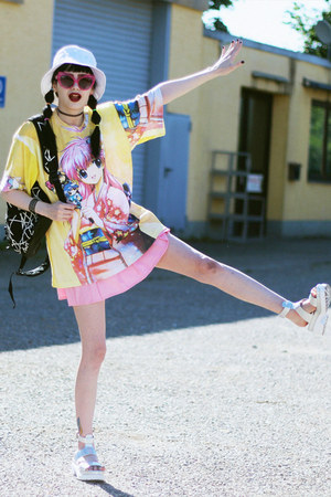 black Longclothing bag - hot pink UNIF sunglasses