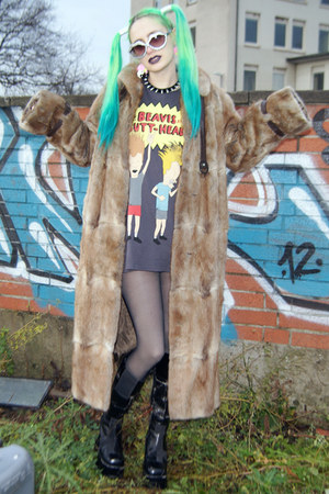 black platform vintage boots - light brown faux fur vintage coat