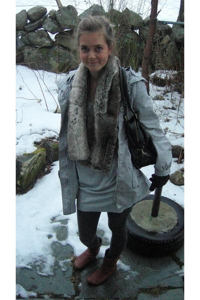 Vero Moda jacket - H&M scarf - H&M gloves - Cubus dress - Din Sko shoes - ADAX a