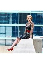 black dress - red heels