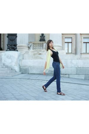 black H&M top - yellow scarf - blue Mango jeans - brown H&M shoes