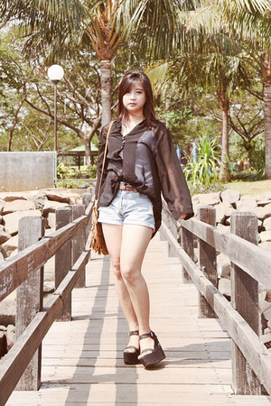 basic tank new look top - short Gaudi jeans - black chiffon shirt