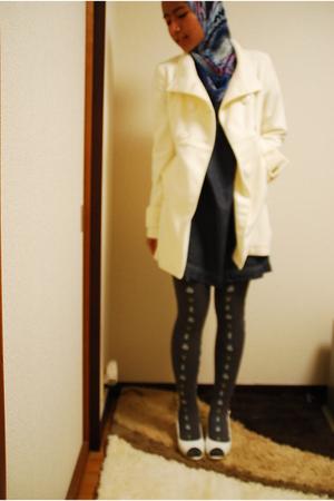 white Forever 21 coat - blue unknown brand dress - gray Tutuanna leggings - whit