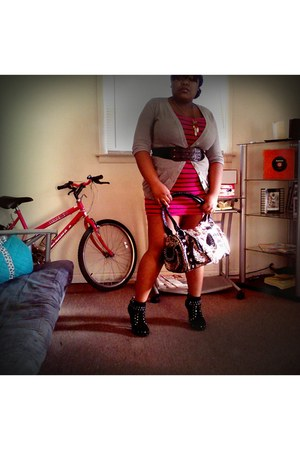 magenta bodycon Forever21 dress - brown cheetah bag - black studded heels