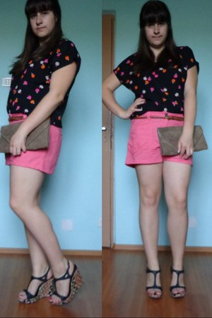bubble gum H&M shorts - light brown no brand bag - no brand sandals