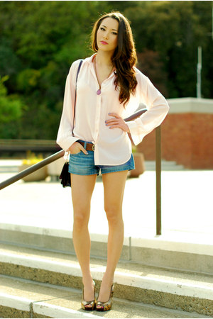 light pink Queens Wardrobe blouse - blue American Eagle shorts