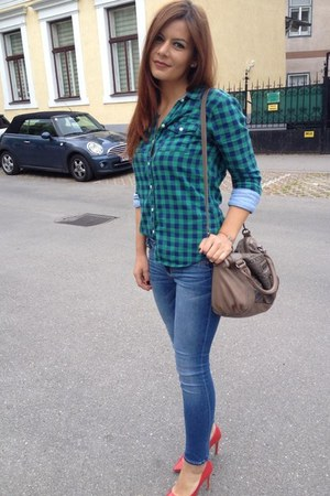 Bata pumps - abercrombie and fitch jeans - abercrombie and fitch shirt