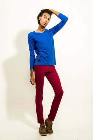blue Casaco jacket - red pants pants