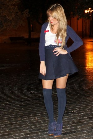 t-shirt - skirt - tights - shoes