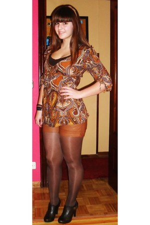 dark brown tights - tawny Stradivarius shorts - bronze Stradivarius accessories