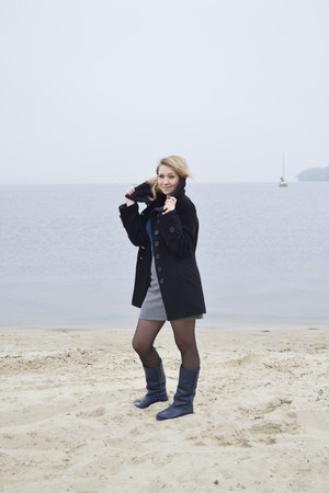 navy leather boots - black wool coat - navy cotton Atmosphere top