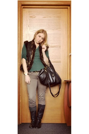 black bag - light brown cotton pants - dark brown fur vest vest