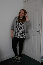 black daisy print Primark t-shirt - black Topshop leggings