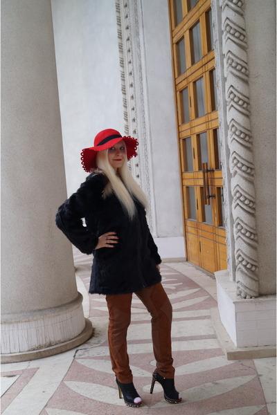 red asos home decor - black Lamania boots - black Soft Grey coat