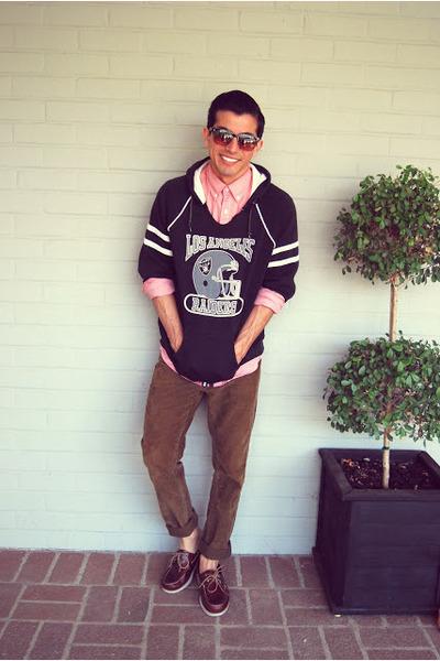 black thrifted sweatshirt - crimson deck Bass shoes