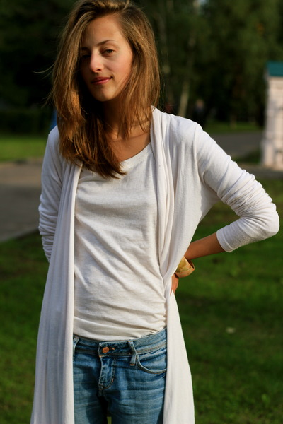 blue H&M jeans - white seppala cardigan - beige reserved shirt - pink H&M access