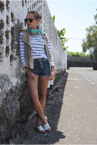 navy united colors of benetton shorts - white Primark sandals - camel Zara vest