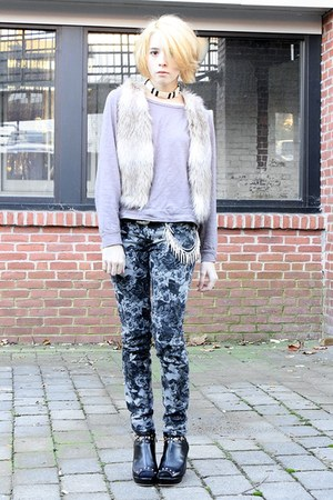 heather gray floral bullhead black pants - periwinkle long-sleeve thrifted top