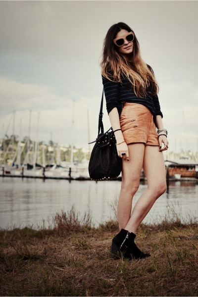 nude Topshop shorts - black Topshop shoes - dark green Zara sweater