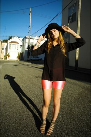 black LUCYD ACYD shirt - gray deena  ozzy shoes - black deena  ozzy hat