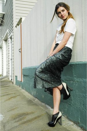 white James Perse t-shirt - black heels Pierre Hardy shoes - gray vintage skirt