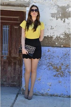 yellow Zara shirt