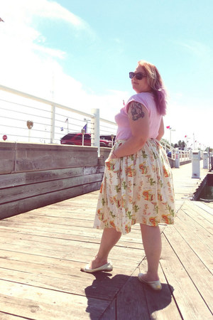 cream Atomic Starlet skirt - bubble gum collectif sweater