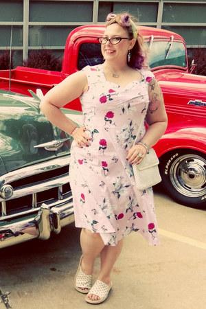 white vintage purse - light pink Amazoncom dress - white Cliffs sandals