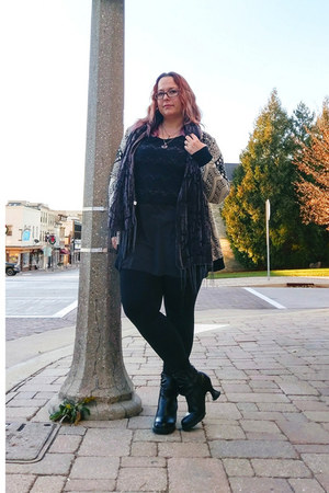 black Fluevog boots - black Urban Outfitters sweater - black Fabletics leggings