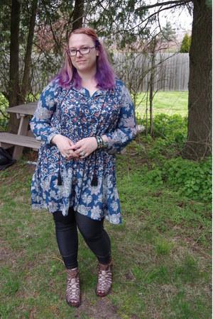blue Make Me Chic dress - light brown Freebird by Steven sandals