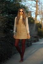 camel vintage dress - crimson free people tights - white Lulus sunglasses