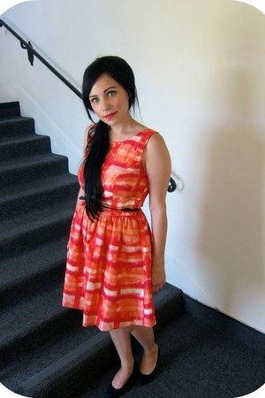 black Forever 21 heels - light orange secondhand dress - black vintage belt