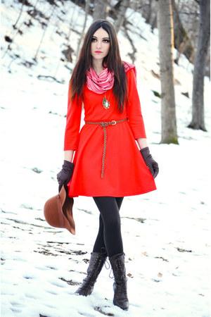 brown H&M hat - tawny fishbone dress