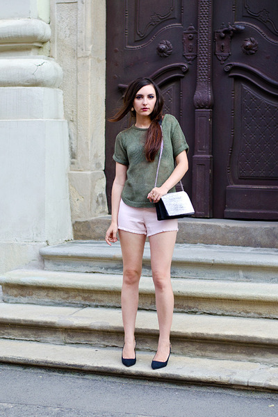 olive green H&M top - light pink Kristines Collection shorts