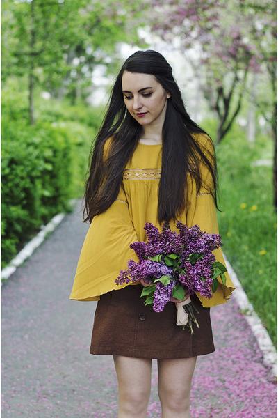dark brown a-line skirt fishbone skirt - mustard H&M top