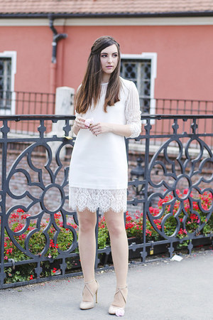 white Front Row Shop dress - neutral Zara heels
